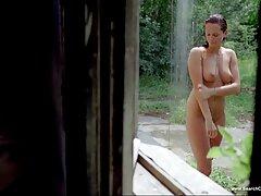 Desnudo ejército juega unos a serviporno mexicano casero otros en el centro