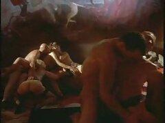 Púrpura pornocaseromexicano caliente frotándose las manos